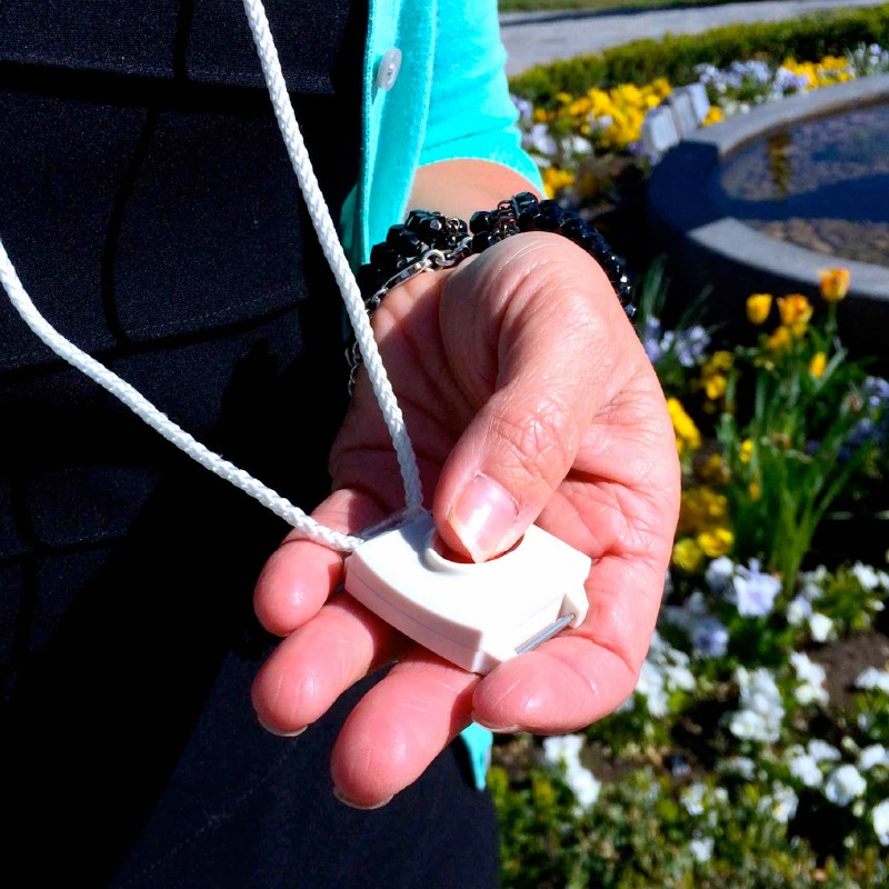 Protection CSL pendant with fall alarm for seniors in Longueuil, Quebec
