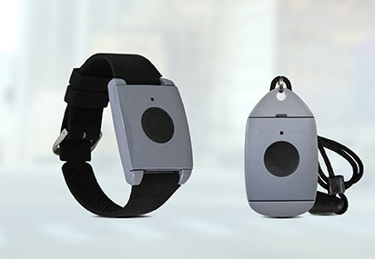 Protection CSL bracelet and pendant with fall alarm for seniors in Longueuil, Quebec